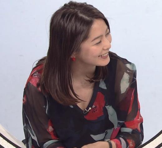 杉浦友紀アナ Vネック胸元エロキャプ画像(エロ・アイコラ画像)