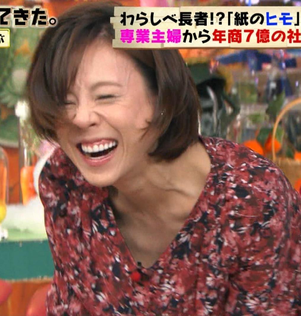 高橋真麻 胸チラ!!!キャプ・エロ画像3