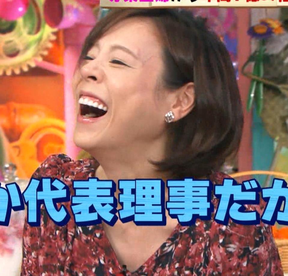 高橋真麻 胸チラ!!!キャプ・エロ画像4