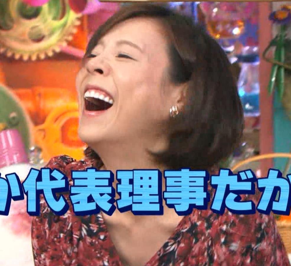 高橋真麻 胸チラ!!!キャプ・エロ画像6