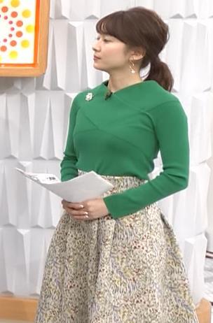 山本里菜アナ エロい横乳キャプ・エロ画像2