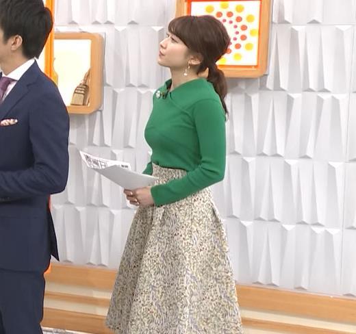 山本里菜アナ エロい横乳キャプ・エロ画像3