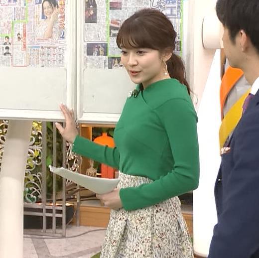 山本里菜アナ エロい横乳キャプ・エロ画像4