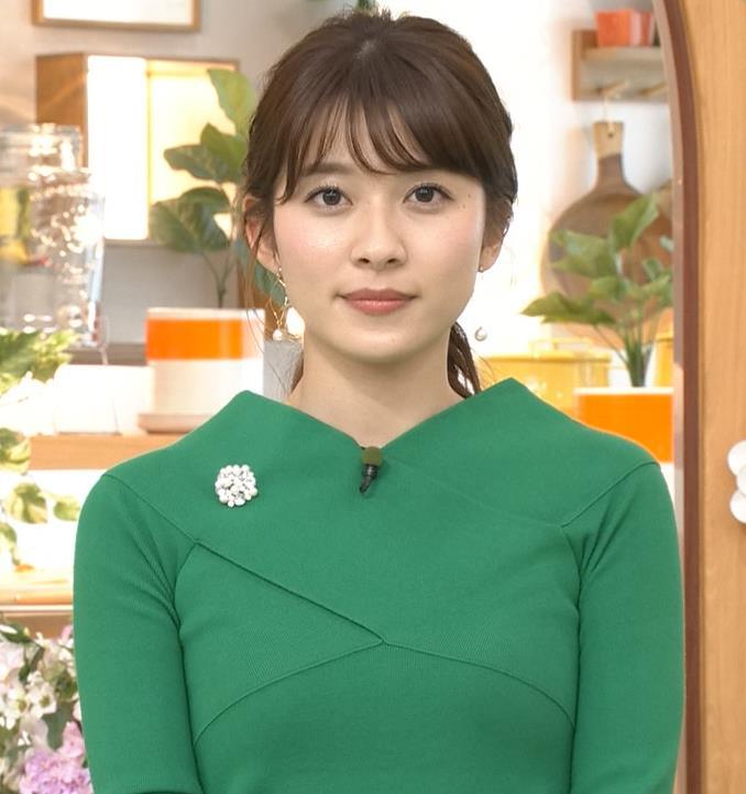 山本里菜アナ エロい横乳キャプ・エロ画像5