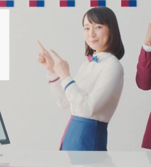 吉岡里帆 ワキ全開CMキャプ・エロ画像8