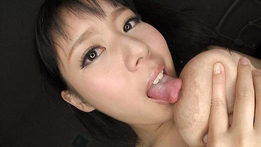 自分でおっぱい舐めてるエロ画像 56