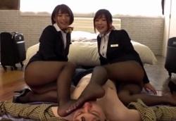 【痴女】CAデカ尻太腿 黒パンスト挟み撃ちM男苛め!大槻ひびき 阿部乃みく1