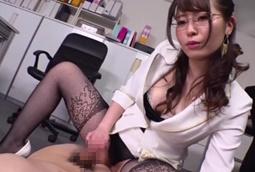 【CFNM 痴女】女社長のお仕置きセクハラ亀頭攻めザーメン搾り!三船かれん1