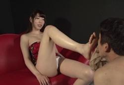 蒸れ蒸れ美脚フェロモン女臭を嗅がされる!香山美桜1
