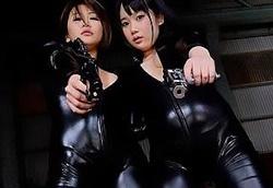 【VR】推川ゆうり 宮崎あや キャットスーツの女捜査官コンビ!巨乳を露出して手コキで快楽拷問1